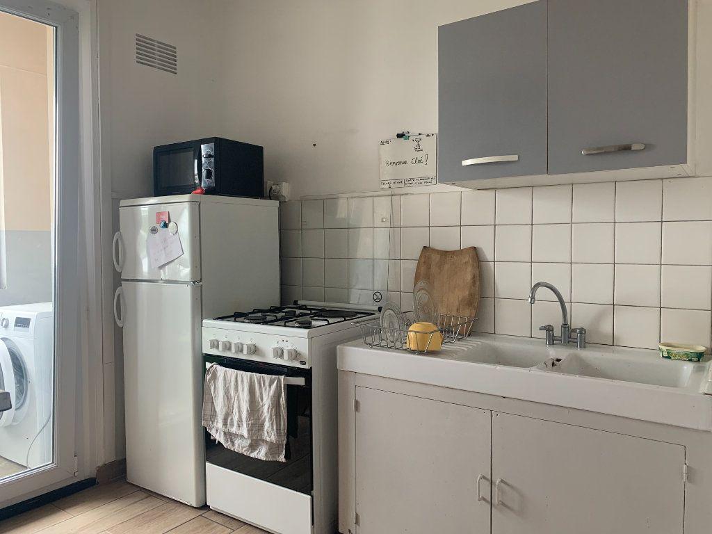 Appartement à louer 1 10m2 à Lorient vignette-4