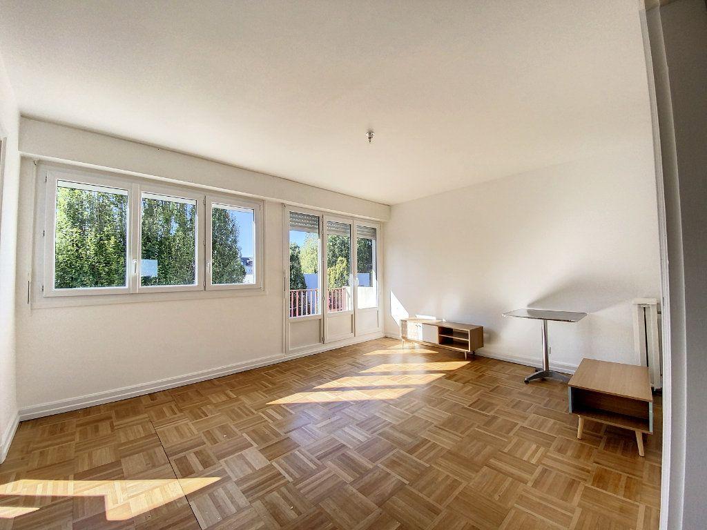Appartement à louer 3 71.33m2 à Lorient vignette-1