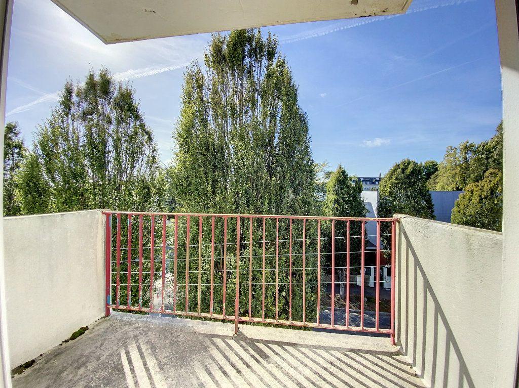 Appartement à louer 3 71.33m2 à Lorient vignette-2