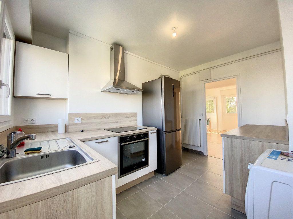 Appartement à louer 3 71.33m2 à Lorient vignette-3