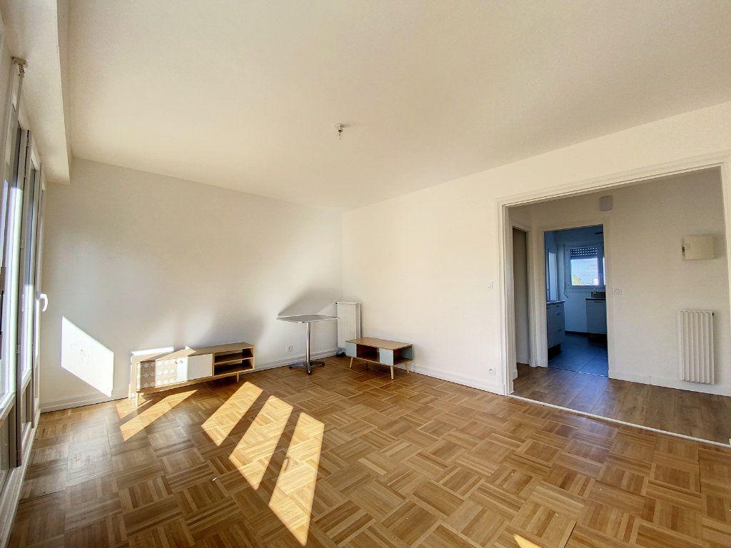 Appartement à louer 3 71.33m2 à Lorient vignette-5