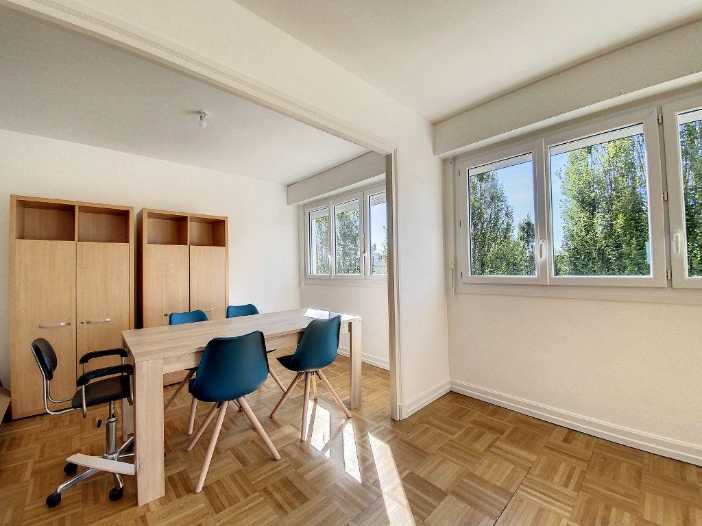 Appartement à louer 3 71.33m2 à Lorient vignette-6