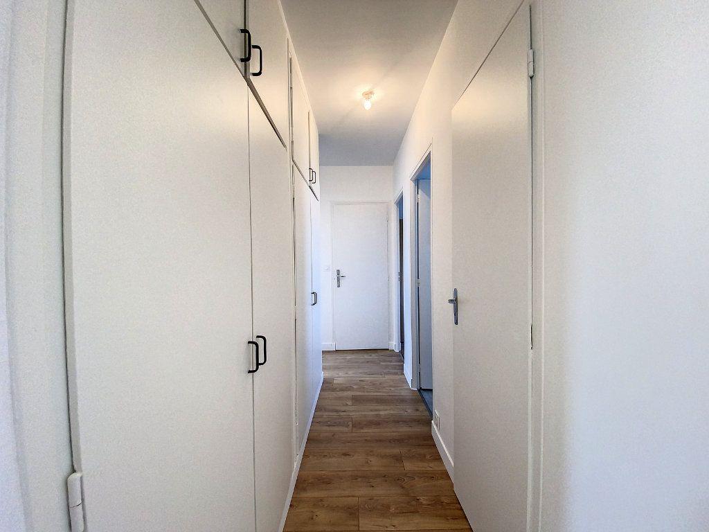 Appartement à louer 3 71.33m2 à Lorient vignette-9