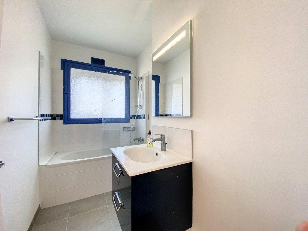 Appartement à louer 3 71.33m2 à Lorient vignette-10