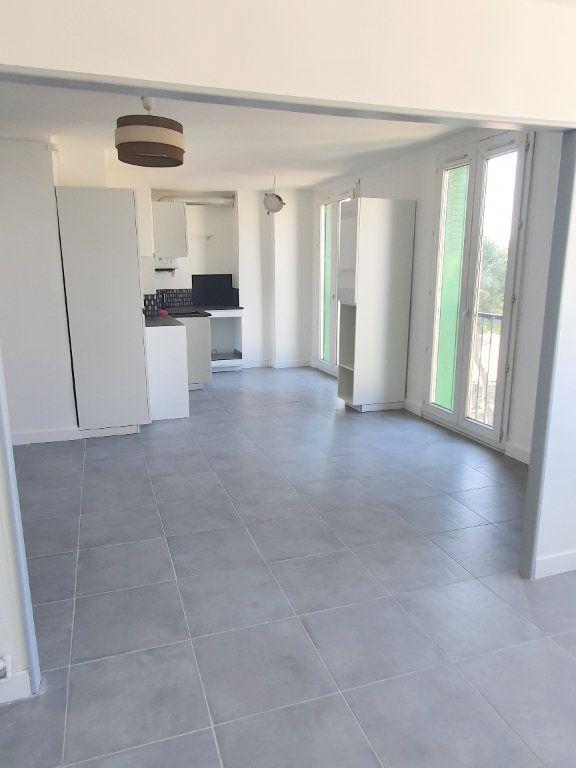 Appartement à louer 4 67.92m2 à Marseille 13 vignette-2