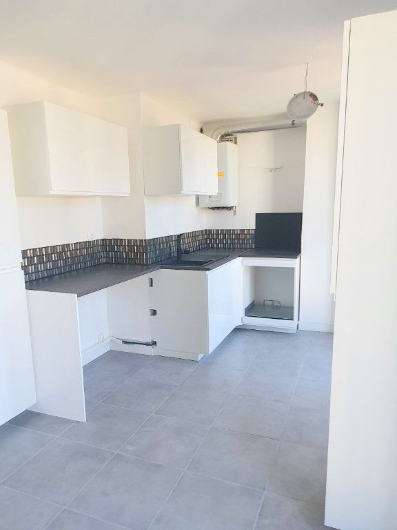 Appartement à louer 4 67.92m2 à Marseille 13 vignette-3