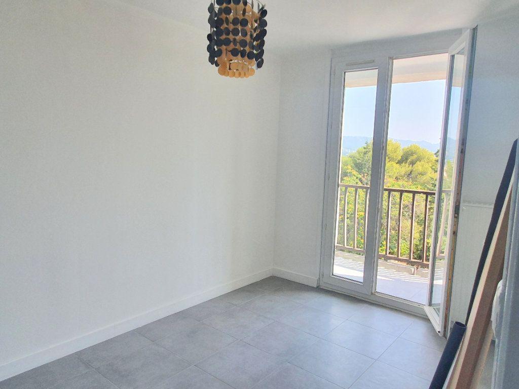 Appartement à louer 4 67.92m2 à Marseille 13 vignette-7