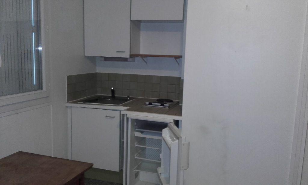 Appartement à louer 1 15.61m2 à Compiègne vignette-3