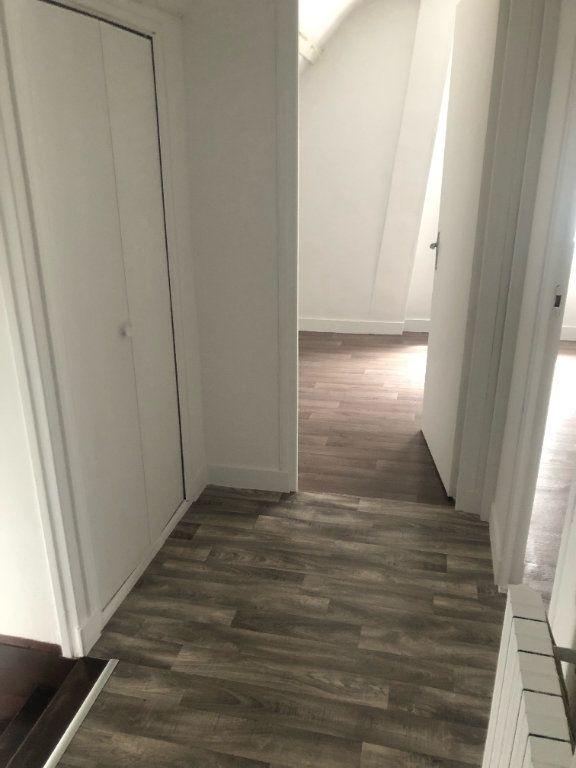 Appartement à louer 2 30.44m2 à Compiègne vignette-3