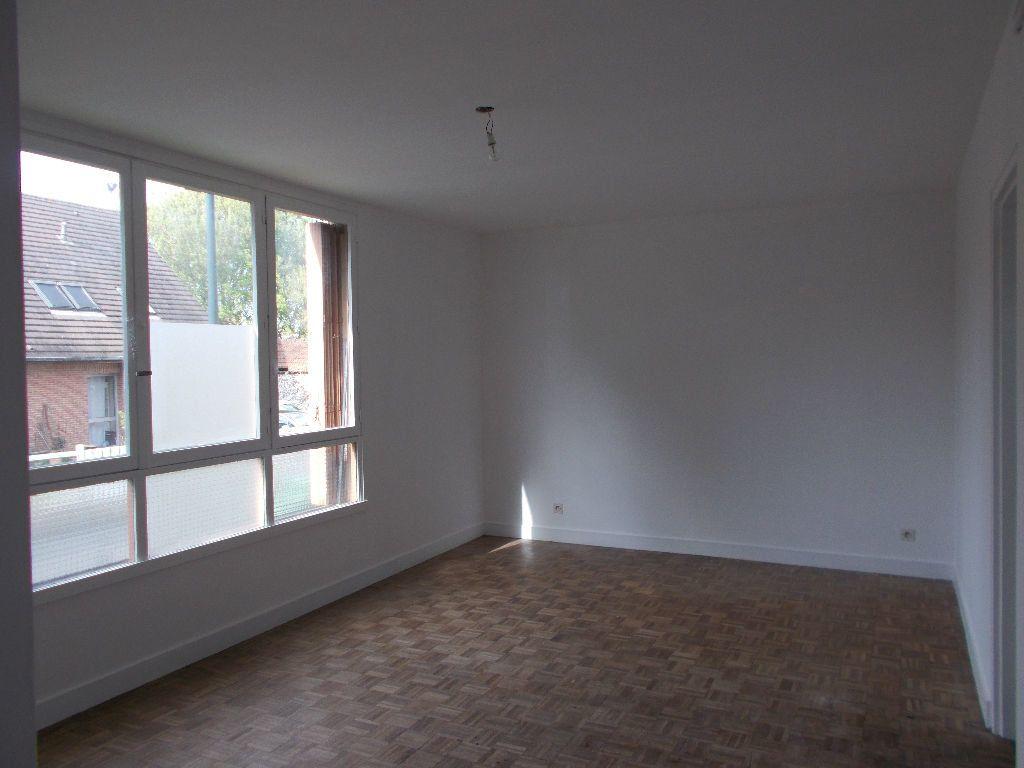 Appartement à louer 1 29m2 à Compiègne vignette-1