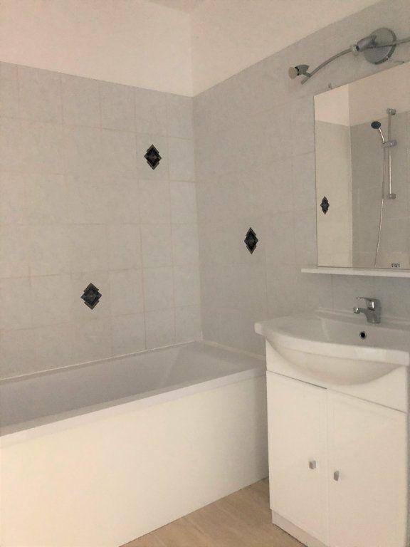 Appartement à louer 2 46.81m2 à Compiègne vignette-3