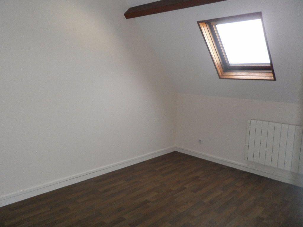 Appartement à louer 4 67.5m2 à Compiègne vignette-1