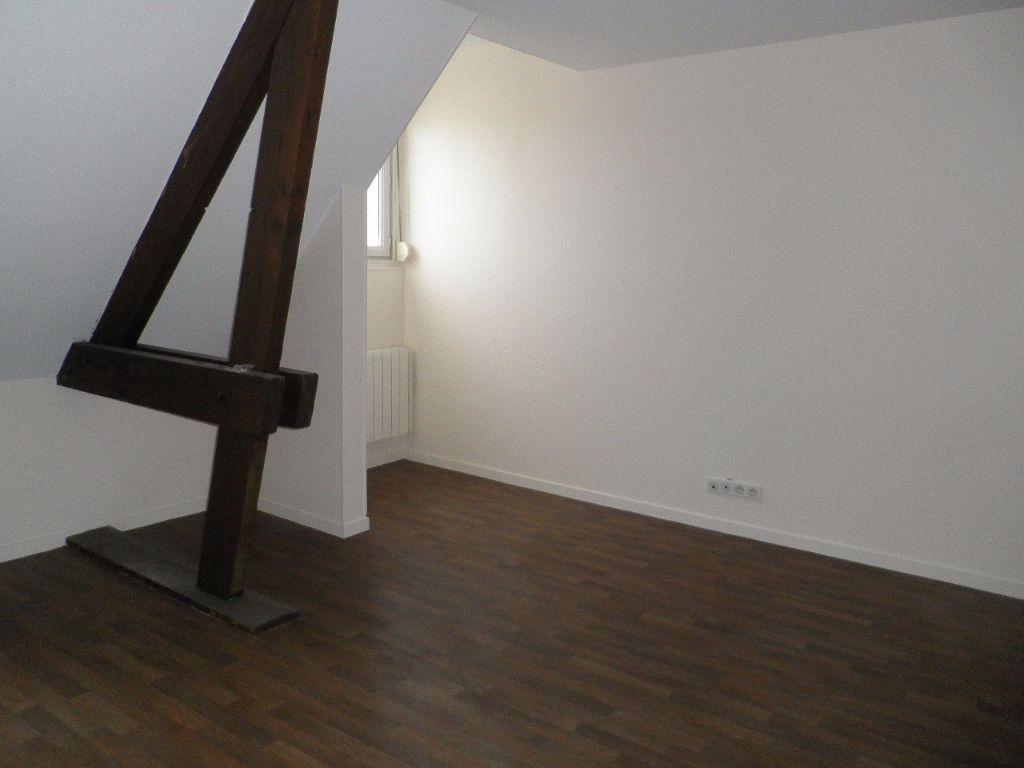 Appartement à louer 4 67.5m2 à Compiègne vignette-2
