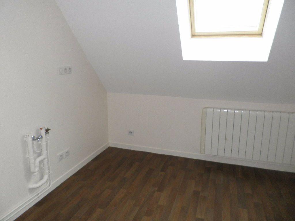 Appartement à louer 4 67.5m2 à Compiègne vignette-4