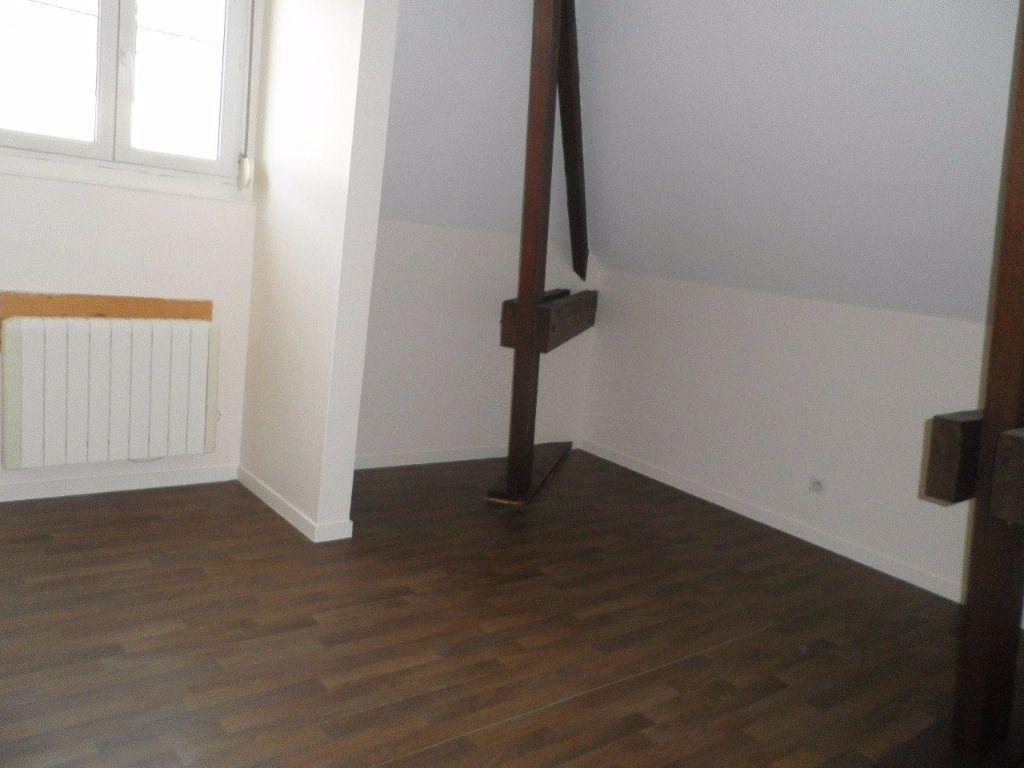 Appartement à louer 4 67.5m2 à Compiègne vignette-5