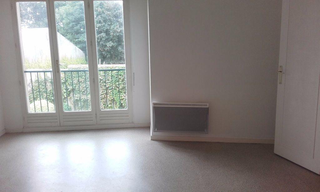 Appartement à louer 1 31.3m2 à Compiègne vignette-1