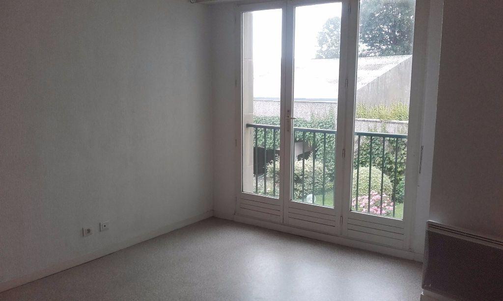 Appartement à louer 1 31.3m2 à Compiègne vignette-4