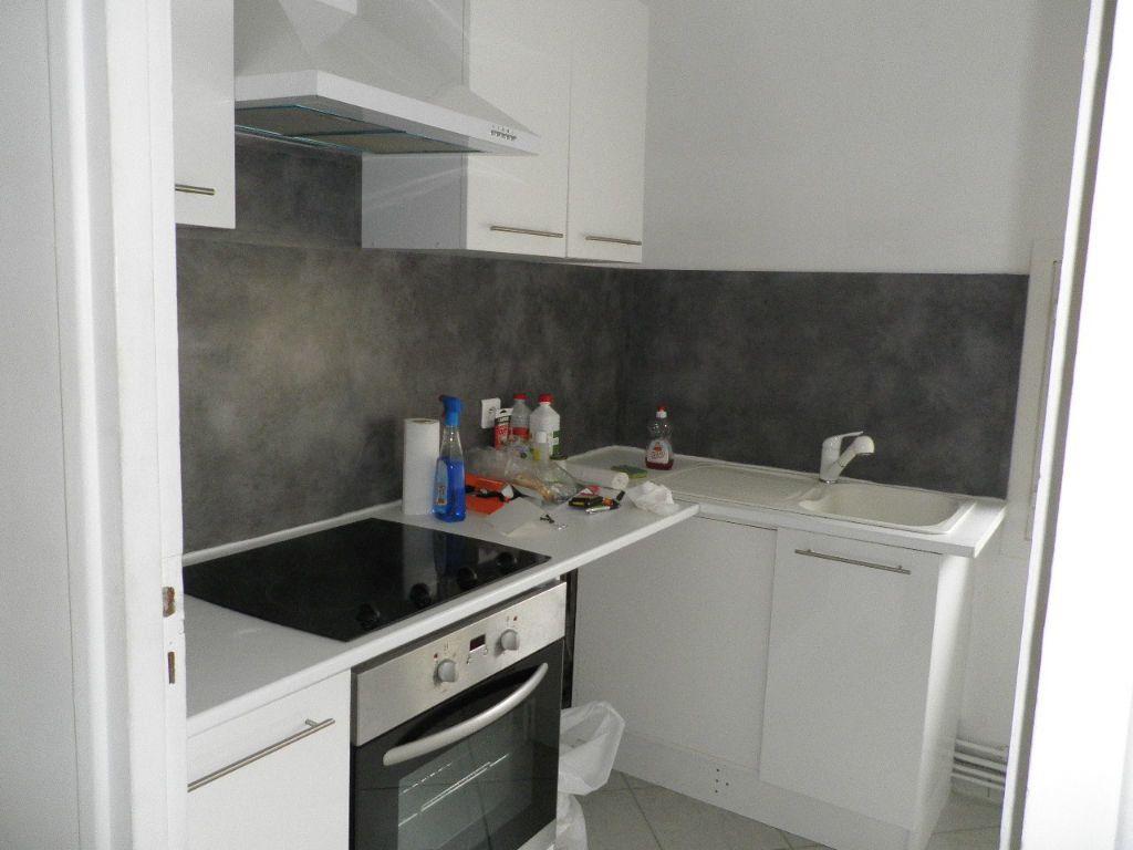 Appartement à louer 2 31.08m2 à Compiègne vignette-1