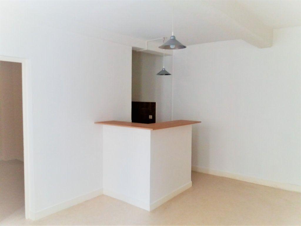 Appartement à louer 2 32.5m2 à Compiègne vignette-1