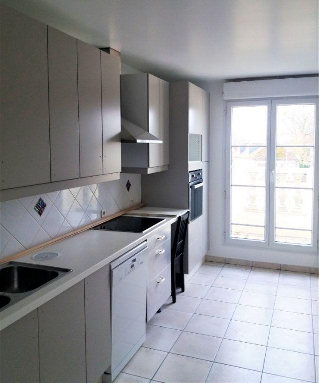 Appartement à louer 3 115.75m2 à Compiègne vignette-2