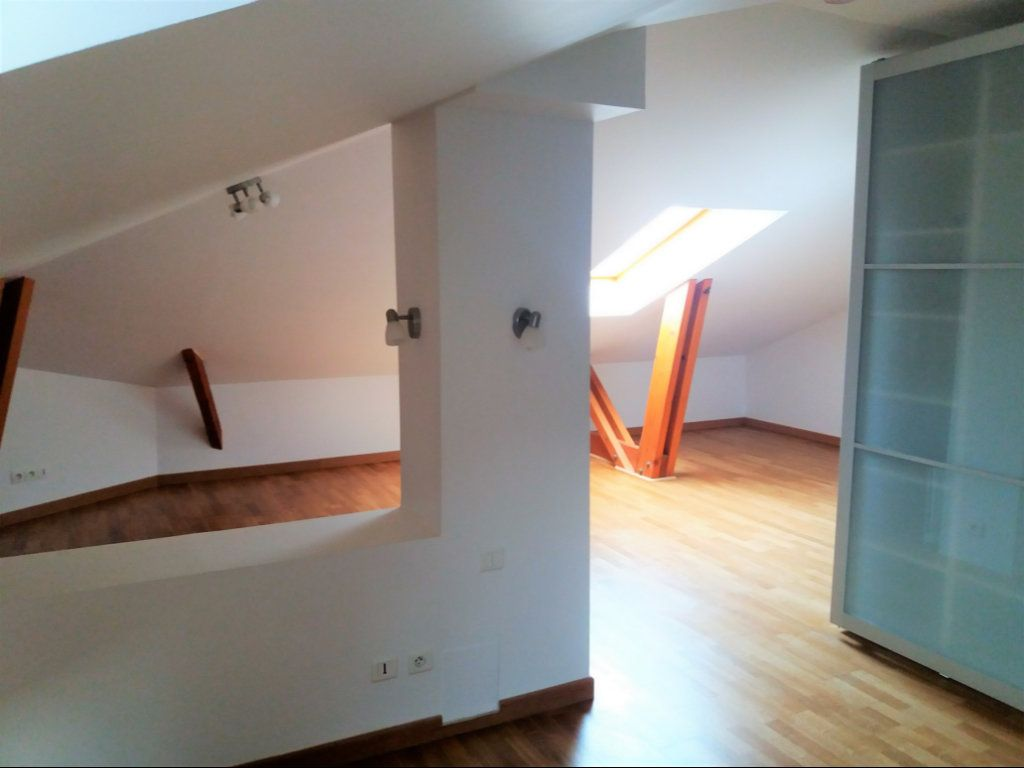 Appartement à louer 3 115.75m2 à Compiègne vignette-3