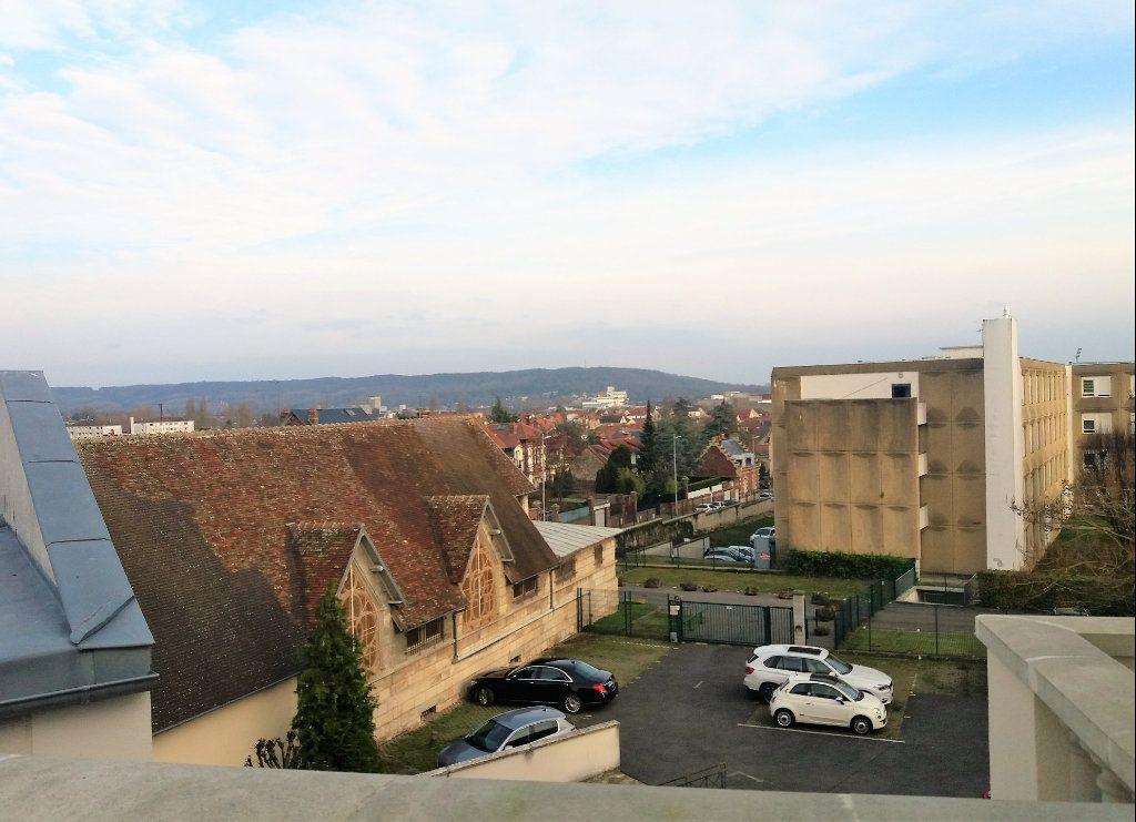 Appartement à louer 3 115.75m2 à Compiègne vignette-4