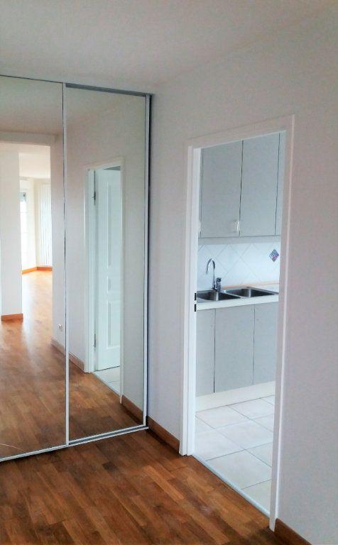 Appartement à louer 3 115.75m2 à Compiègne vignette-5