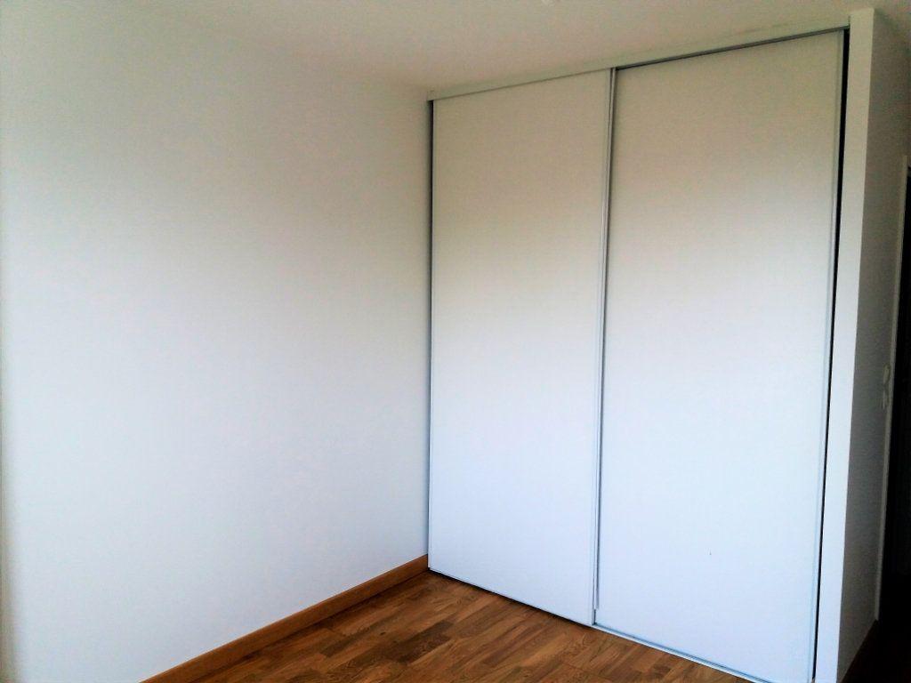 Appartement à louer 3 115.75m2 à Compiègne vignette-6