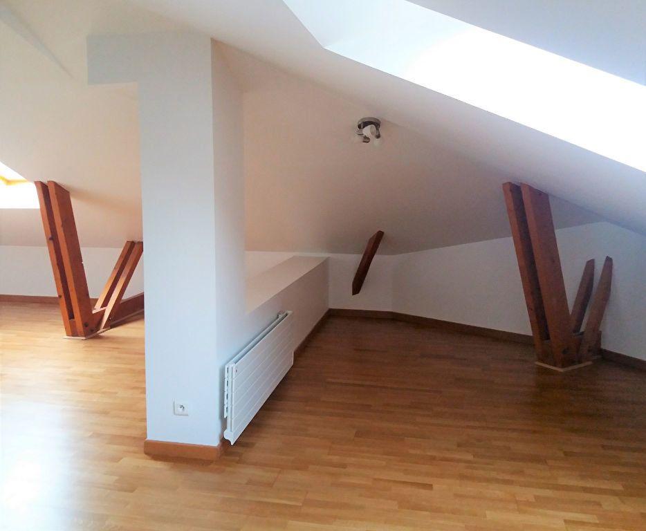 Appartement à louer 3 115.75m2 à Compiègne vignette-8