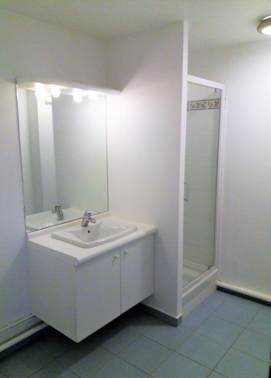 Appartement à louer 3 115.75m2 à Compiègne vignette-9