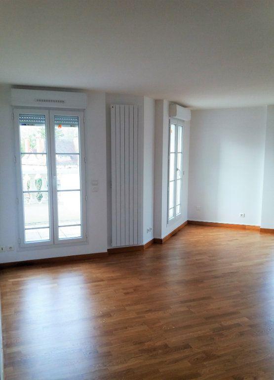 Appartement à louer 3 115.75m2 à Compiègne vignette-10
