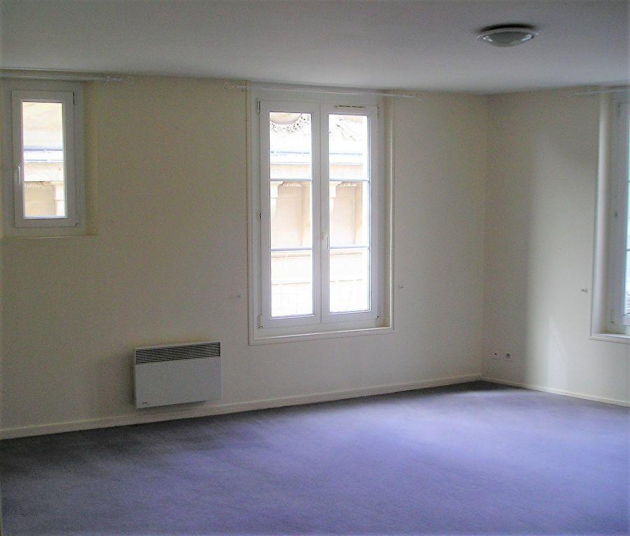 Appartement à louer 3 76.05m2 à Compiègne vignette-2