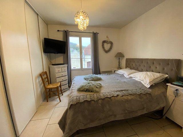 Maison à vendre 6 160m2 à Chevincourt vignette-4