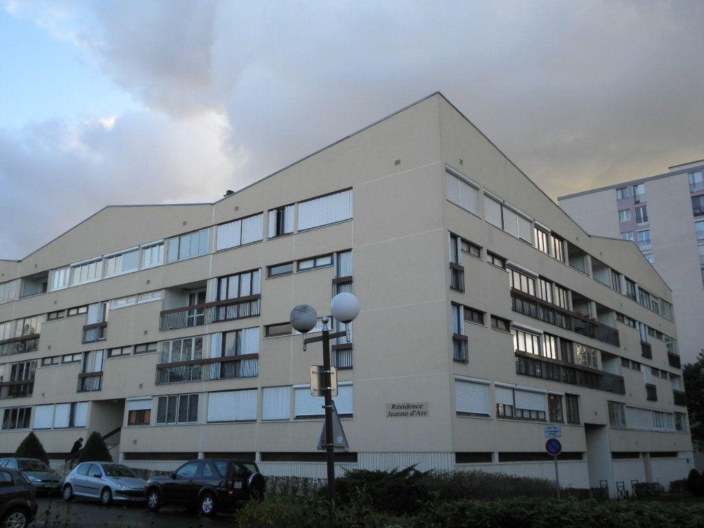Appartement à louer 1 32.29m2 à Compiègne vignette-1