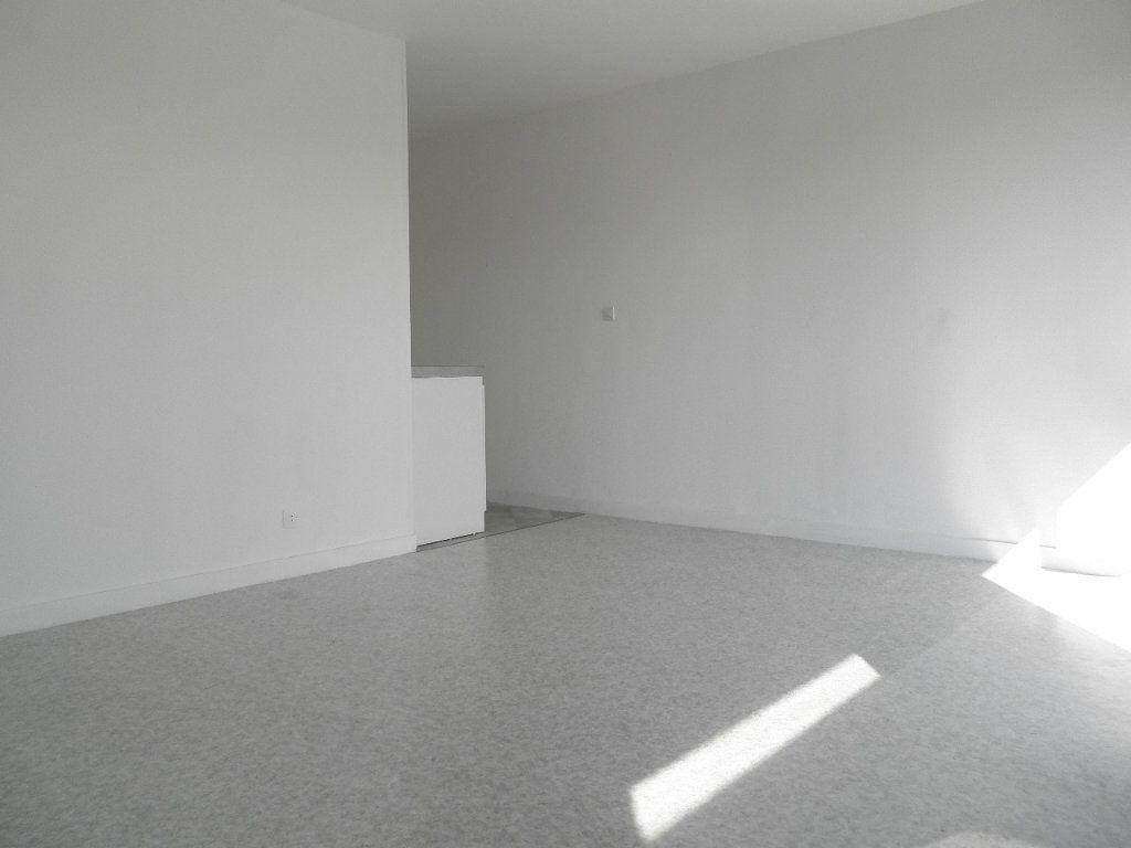 Appartement à louer 1 32.29m2 à Compiègne vignette-2