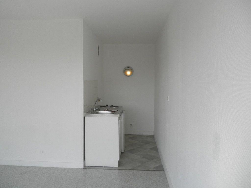 Appartement à louer 1 32.29m2 à Compiègne vignette-5
