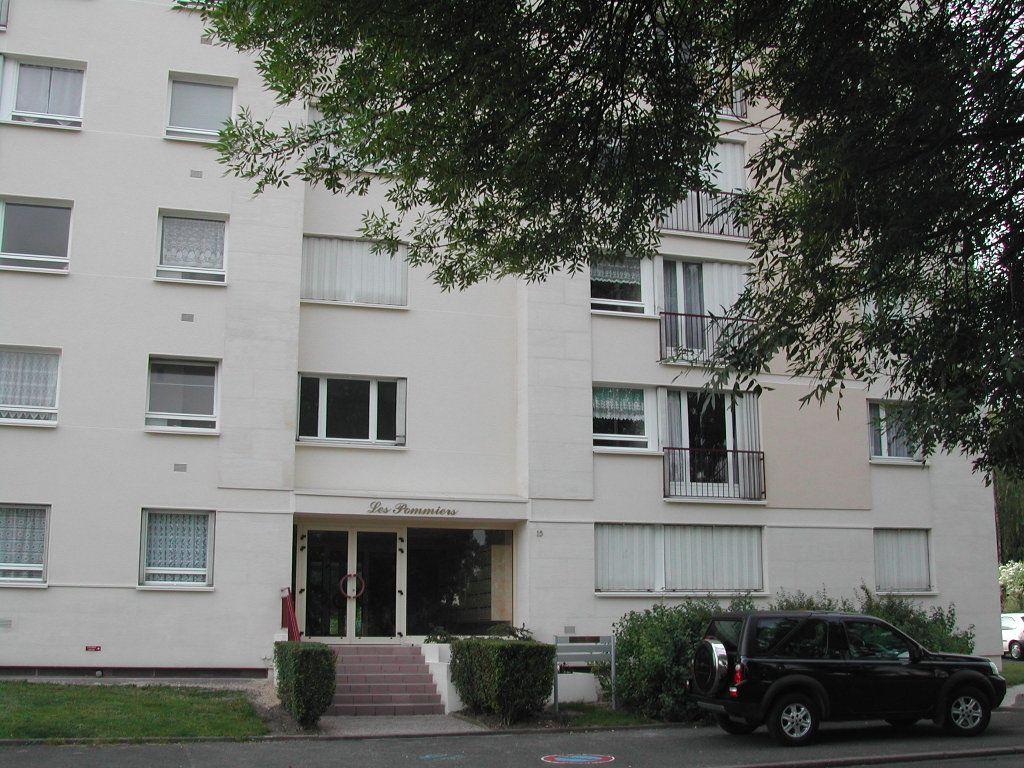 Appartement à louer 4 85.02m2 à Compiègne vignette-1