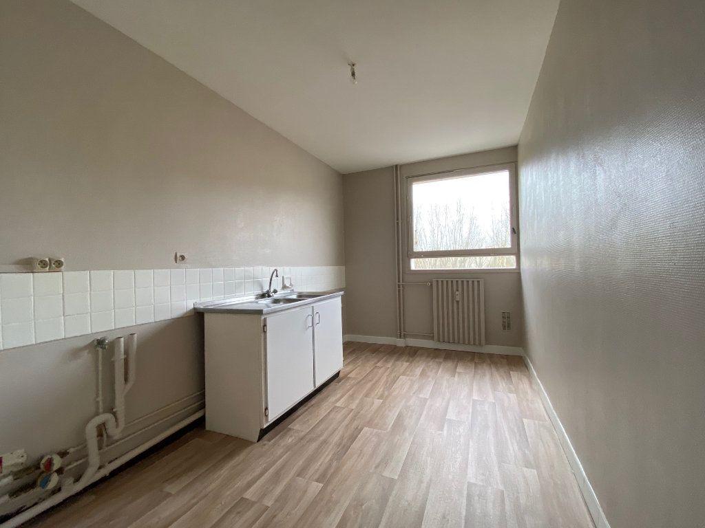 Appartement à louer 4 85.02m2 à Compiègne vignette-2