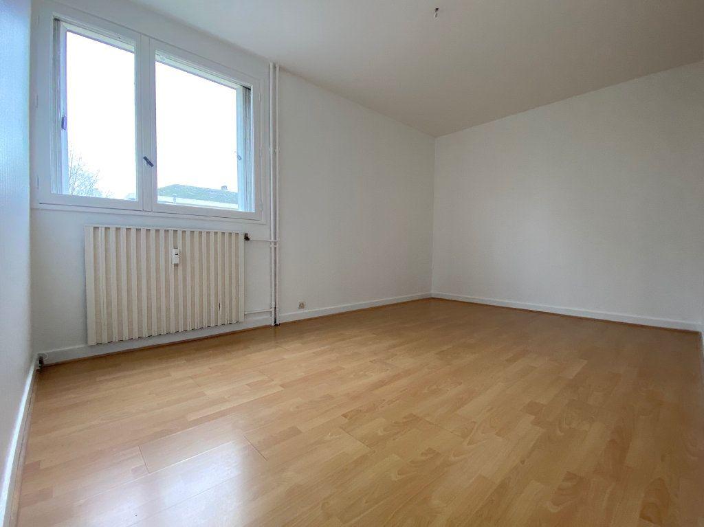 Appartement à louer 4 85.02m2 à Compiègne vignette-5