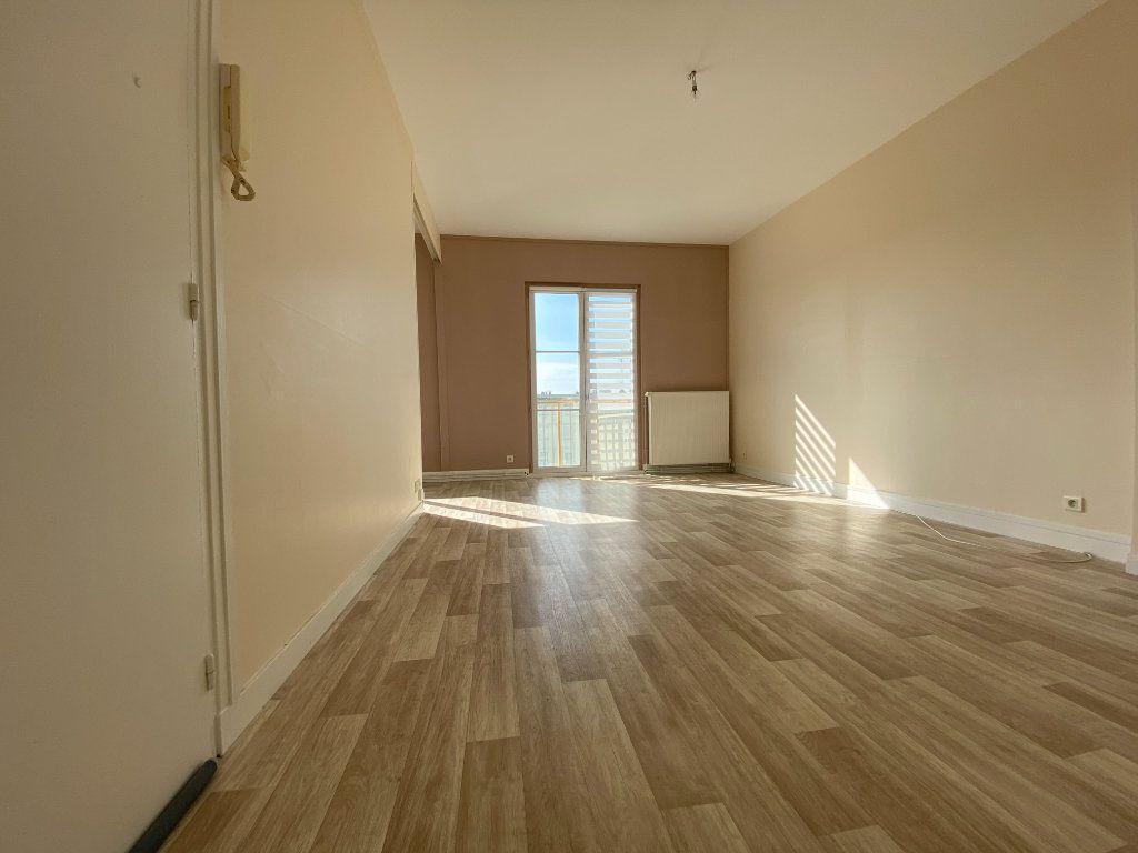 Appartement à louer 3 62.43m2 à Compiègne vignette-2