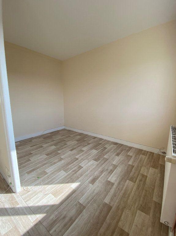 Appartement à louer 3 62.43m2 à Compiègne vignette-3