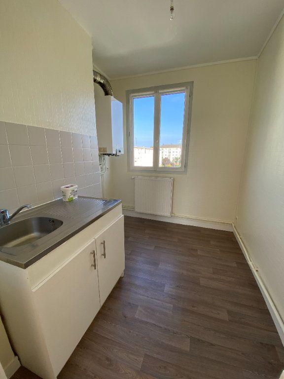 Appartement à louer 3 62.43m2 à Compiègne vignette-4