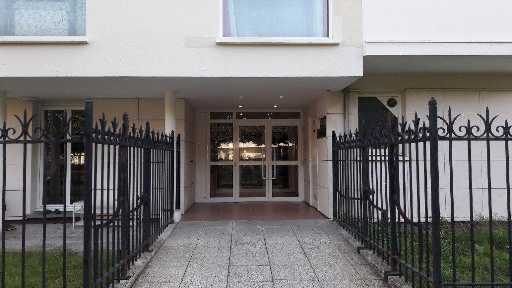 Appartement à louer 1 61.93m2 à Compiègne vignette-1