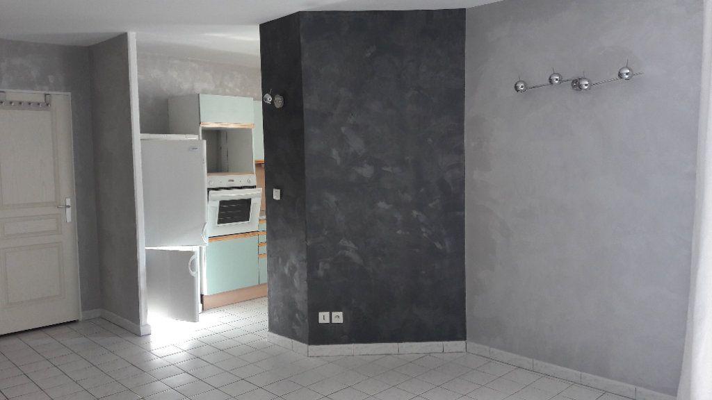 Appartement à louer 1 61.93m2 à Compiègne vignette-2