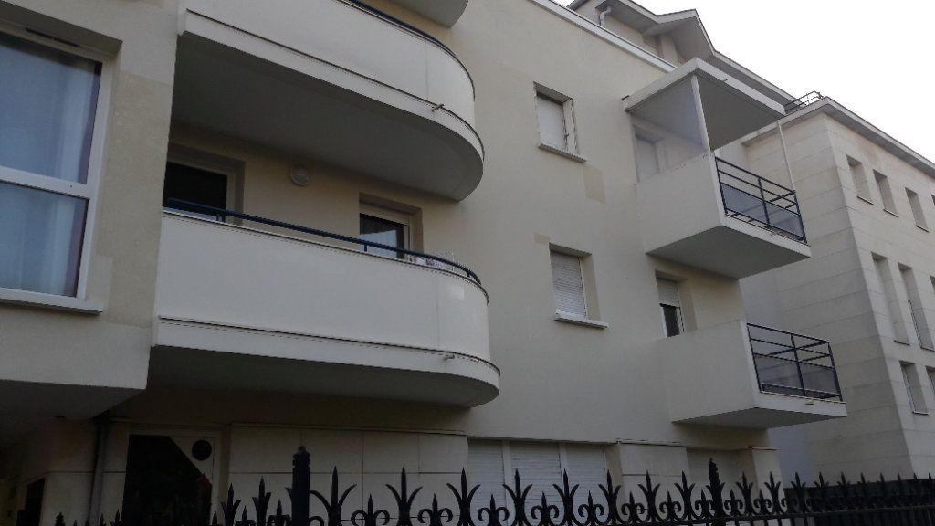 Appartement à louer 1 61.93m2 à Compiègne vignette-4