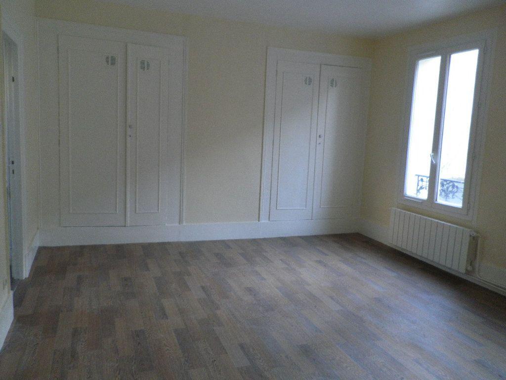 Appartement à louer 3 57.58m2 à Compiègne vignette-1