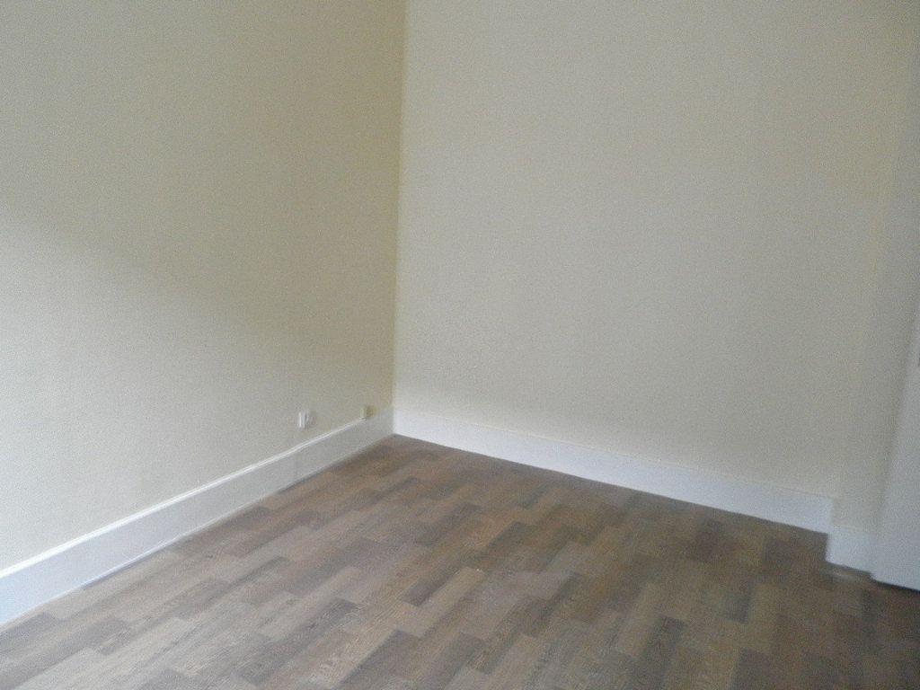 Appartement à louer 3 57.58m2 à Compiègne vignette-2