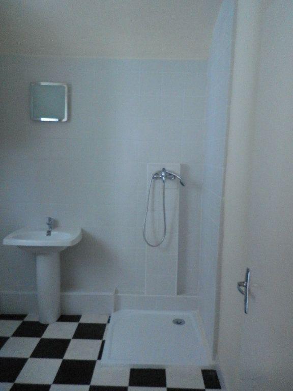 Appartement à louer 3 57.58m2 à Compiègne vignette-3