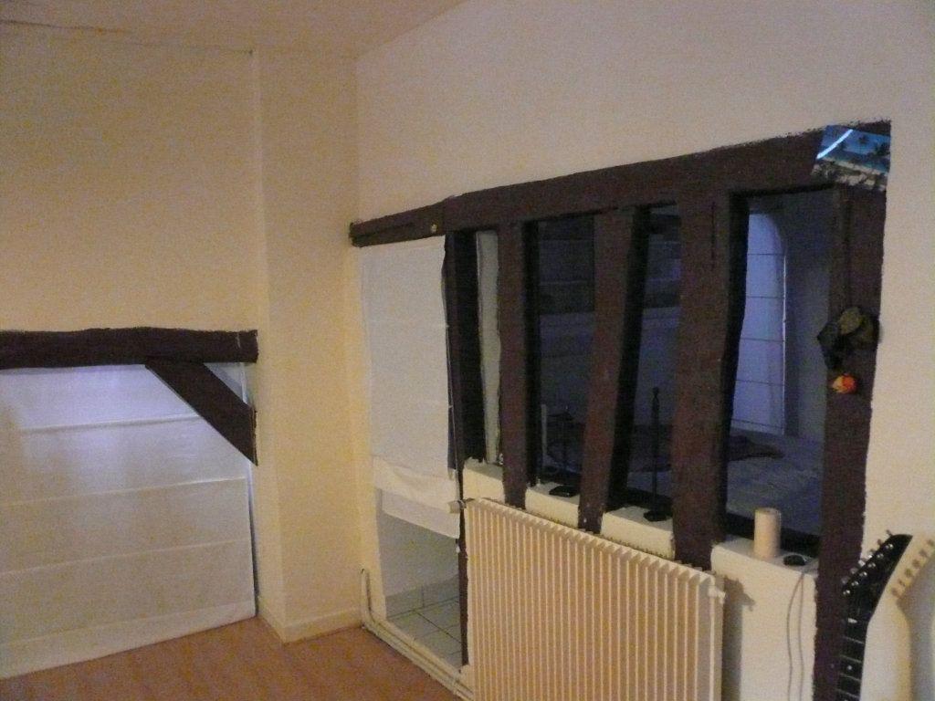 Appartement à louer 2 52.09m2 à Compiègne vignette-6