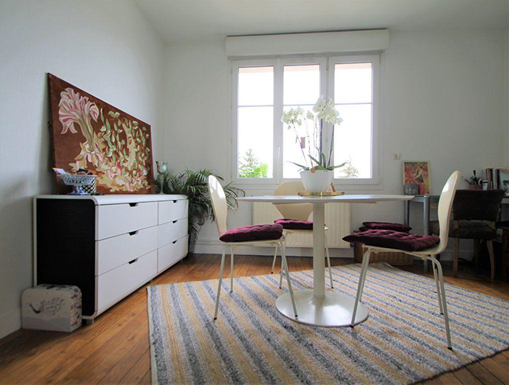 Appartement à louer 3 55m2 à Compiègne vignette-1